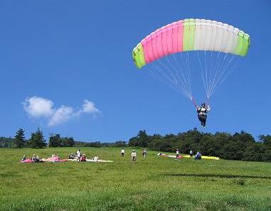 この夏空を飛んでみませんか?素敵な浮遊体験